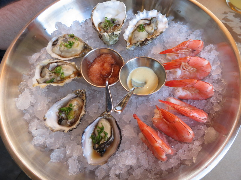 Three kinds of oysters, six steamed shrimp